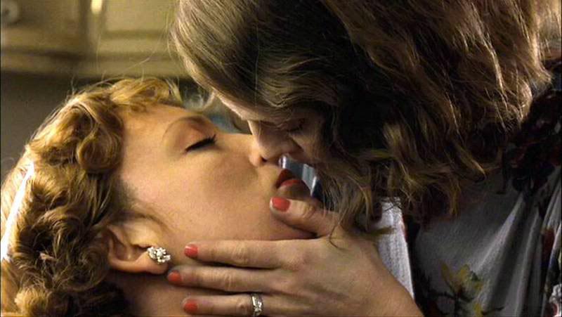 storia-bacio-gayLaura-and-Kitty-the-hours-bacio-lesbico